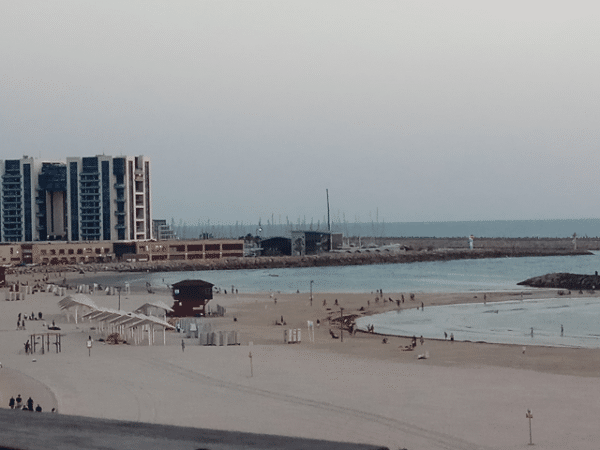 """המשרד להגנת הסביבה משלש את תקצוב תוכנית """"חוף נקי""""; יתמוך ברשויות מקומיות בהיקף של 8.6 מיליון שקל לניקוי חופי ים לא מוכרזים בשטחן"""